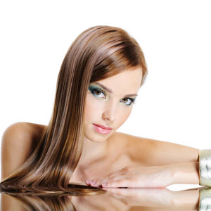Is It Safe To Color Hair With Henna During Pregnancy?, applying ...