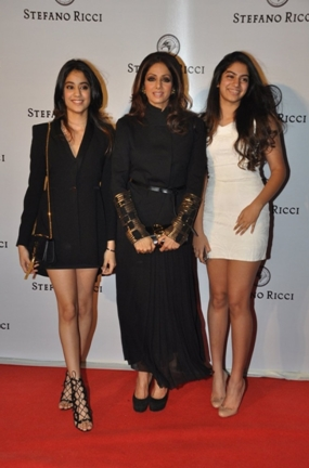 Sridevi with Jahnavi and Khushi